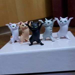Dancing kitties!